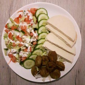 pita falafel met salade